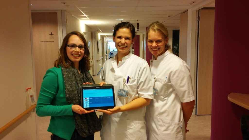 v.l.n.r. Yvonne van Schijndel (Commap), Mariela van Heeswijk-van Hasselt (logopedist Hagaziekenhuis) en Nienke Splinter (logopedist Hagaziekenhuis)